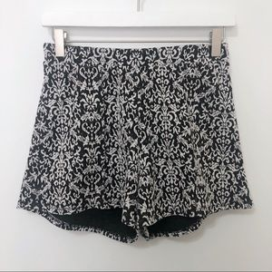 ❄️About A Girl Black and White Damask Flowy Shorts